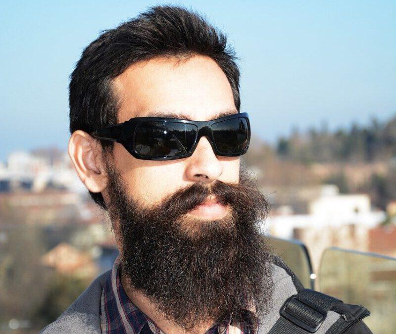 barba lunga uomo